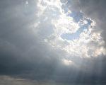 乌云不要紧,因为太阳迟早会出来的。(Depositphotos).