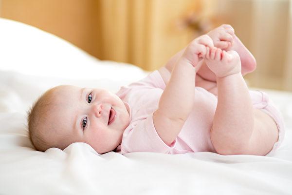 这是个可爱的婴儿。(Fotolia)