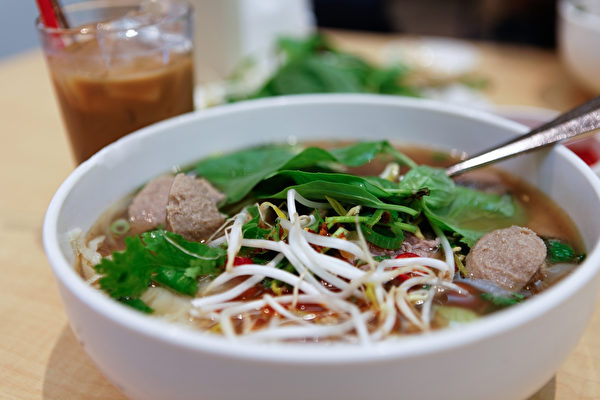 又渴又餓的時候,來一碗熱氣騰騰的湯麵解餓又解渴。(Fotolia)