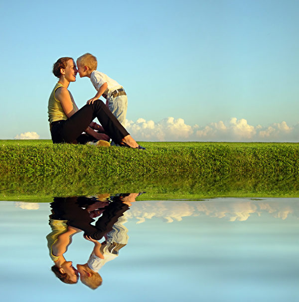 母亲与儿子。(Pavel Losevsky/Fotolia)