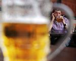 美国总统川普(特朗普)日前宣布9月为全美杜绝酒精及药物滥用主题月。(DMITRY KOSTYUKOV/AFP/Getty Images)