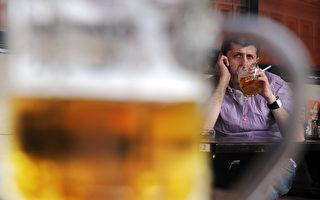 美國總統川普(特朗普)日前宣布9月為全美杜絕酒精及藥物濫用主題月。(DMITRY KOSTYUKOV/AFP/Getty Images)