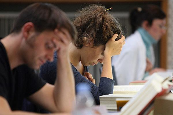 据统计,外国学生入读德国大学后,大概只有一半能完成学业。在成功毕业的留学生中,大约也只有一半最终能留在德国工作。(Adam Berry/Getty Images)