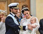 卡爾菲利普王子與索菲亞王妃的第一個兒子亞歷山大王子接受了洗禮。(ANDERS WIKLUND/AFP/Getty Images)