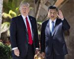 美國總統唐納德•川普週四(9月14日)表示,他將於11月訪問日本、韓國和中國。圖為川普和習近平今年4月在海湖山莊。 (JIM WATSON/AFP/Getty Images)
