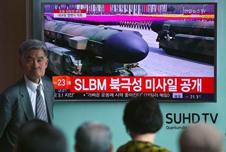 朝鲜每次发射彈道導彈都会仔细研究发射时间、场所和导弹种类等,有日媒指金正恩並非輕率挑釁,是算計好的「玩火」。(JUNG YEON-JE/AFP/Getty Images)
