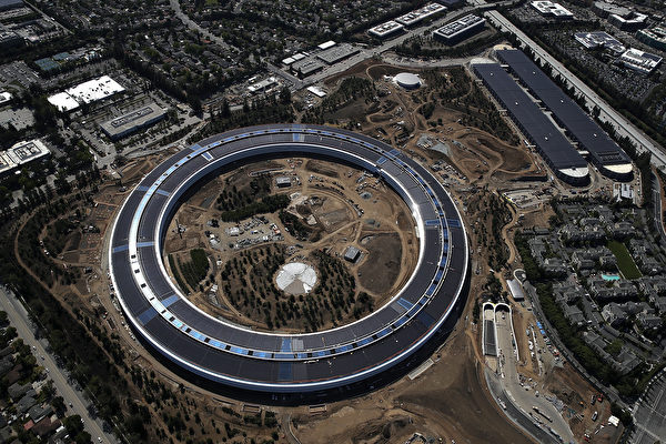 "CUPERTINO, CA - APRIL 28: An aerial view of the new Apple headquarters on April 28, 2017 in Cupertino, California. Apple's new 'spaceship' 175-acre campus dubbed ""Apple Park"" is nearing completion and is set to begin moving in Apple employees. The new headquarters, designed by Lord Norman Foster and costing roughly $5 billion, will house 13,000 employees in over 2.8 million square feet of office space and will have nearly 80 acres of parking to accommodate 11,000 cars. (Photo by Justin Sullivan/Getty Images)"