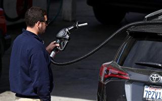 州长布朗在今年5月提升了汽油税。(Justin Sullivan/Getty Images)