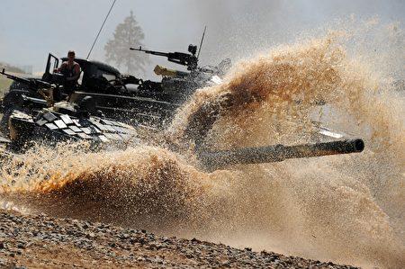俄羅斯與白俄羅於9月14日至20日舉行代號「西方2017」的重大聯合軍演。北約官員表示,北約密切關注此次軍演的人數,並在波羅地海及黑海布署軍力,以防可能發生的意外事件。(SERGEI GAPON/AFP/Getty Images)