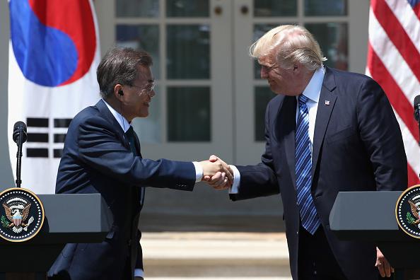 美国总统川普9月1日与韩国总统文在寅在电话会谈中,就增强韩国导弹防御能力达成共识。 (Mark Wilson/Getty Images)