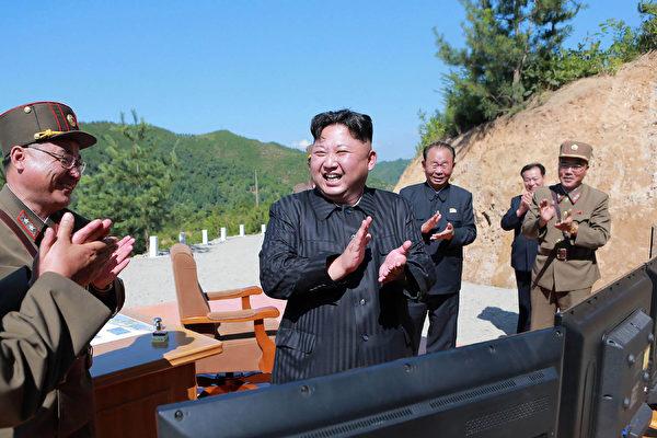 就在中共主持金磚五國會議之際,它的小兄弟朝鮮不客氣的引爆一顆氫彈,如同給中共當面一拳。  ( STR/AFP/Getty Images)