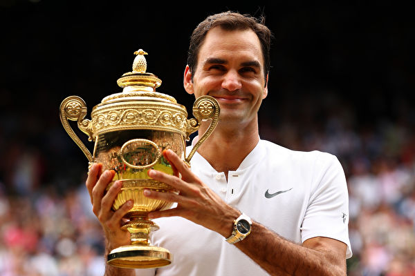 瑞士天王费德勒获得2017年温网冠军。 (Clive Brunskill/Getty Images)