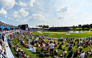 奥克维尔镇议会全体表决,拒绝Glen Abbey高尔夫球场改建成住宅和商店区。图为2017年7月30日 RBC加拿大高尔夫公开赛 在Glen Abbey高尔夫俱乐部进行的场景。(Minas Panagiotakis/Getty Images)