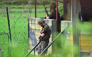 專家分析,朝鮮人為了爭取自由冒著非軍事區的地雷、電網和機槍逃離朝鮮,說明朝鮮人對本國政權越來越失望。圖為朝韓邊界的韓國士兵。(JUNG YEON-JE/AFP/Getty Images)