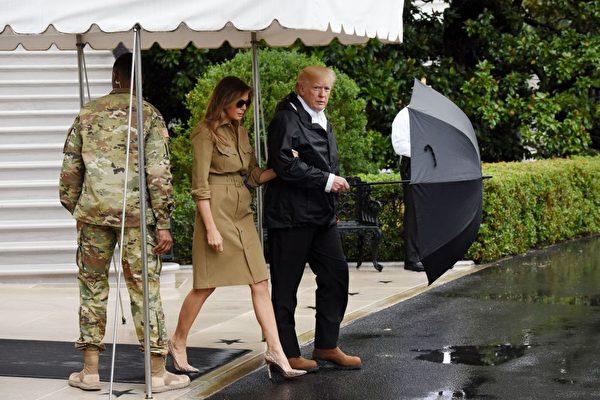 9月2日,美国总统川普和夫人再赴灾区视察。(Olivier Douliery-Pool/Getty Images)