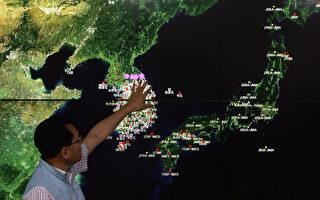 朝鲜9月3日进行氢弹试爆,美国政府准备对其进行一系列外交和军事行动。图为9月3日韩国国家地震与火山中心负责人Ryoo Yog-Gyu在首尔韩国气象局中心的屏幕上展示了地震波。 (Chung Sung-Jun / Getty Images)