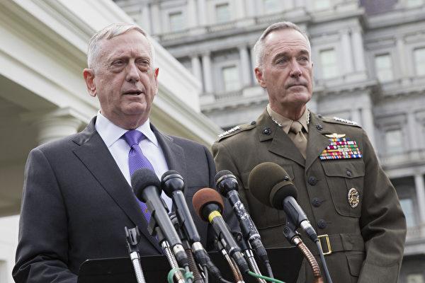 美国国防部长马蒂斯(左)周日(9月3日)反击朝鲜最新的核爆说,美国将对任何朝鲜威胁报以大规模军事反应。他还说,假如美国想要彻底消灭朝鲜,将有很多方案这样做。(Chris Kleponis–Pool/Getty Images)