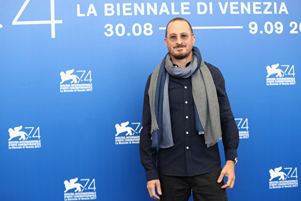 "VENICE, ITALY - SEPTEMBER 05: Darren Aronofsky attends the press conference and photo call for ""mother!"" during the 74th Venice Film Festival at Casino Palace on September 5, 2017 in Venice, Italy. (Photo by Vittorio Zunino Celotto/Getty Images for Paramount Pictures)"