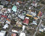 颶風艾瑪肆虐加勒比海群島,逼近美國佛州南部,這場大西洋最強風暴已經在加勒比海地區摧毀大量建築,導致至少13人死亡。(GERBEN VAN ES/AFP/Getty Images)