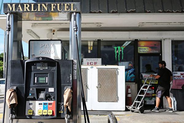 9月7日位于佛州ISLAMORADA,的一家加油站,已经售完当天的汽油。(Marc Serota/Getty Images)