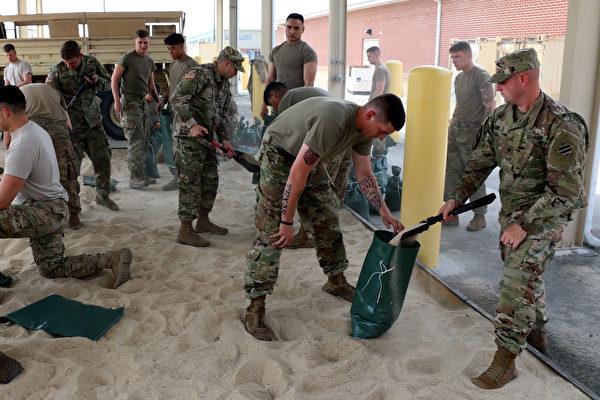 佛州为艾玛飓风来临做准备。(Regan Riggs/U.S. Army via Getty Images