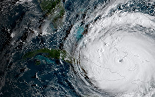 飓风预测显示,艾玛会在佛罗里达半岛上形成一条凶猛路径,一路横扫直到乔治亚州边境。而迈阿密则首当其冲。( NOAA GOES Project via Getty Images)