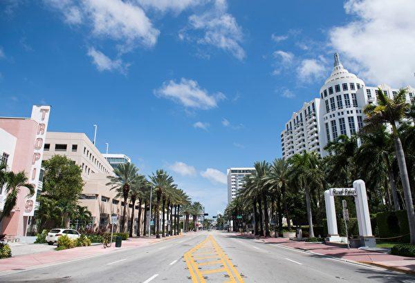 迈阿密海滩原本热闹大街现在空荡荡。(SAUL LOEB/AFP/Getty Images)