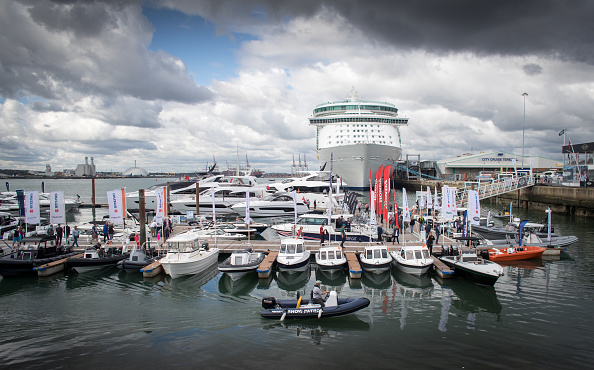 """""""船舶人~变形~""""南安普敦船展上展出的各种类型的船只和船只,来自世界各地的1,000多艘船只和500家参展商参与了此次10天的展会。,这个欧洲最大的水上船展已是第49届。(Matt Cardy/Getty Images)"""