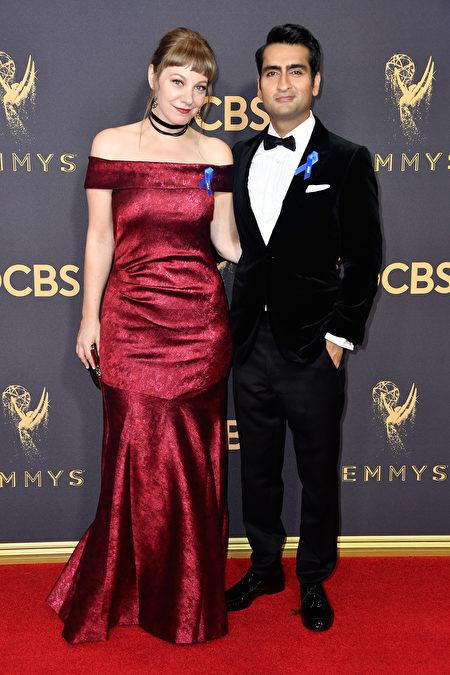 艾米丽‧V‧戈登(左)与库梅尔‧南贾尼。(Frazer Harrison/Getty Images)
