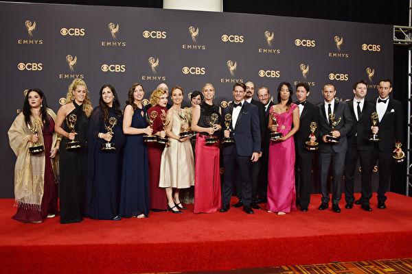 当地时间9月17日晚,第69届艾美奖颁奖礼在美国洛杉矶微软剧院揭幕。
