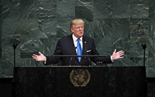 """美国总统川普(特朗普)星期二(9月19日)在联合国大会发表演说时表示,前总统奥巴马政府和伊朗达成的核协议,""""令美国尴尬""""。(Drew Angerer/Getty Images)"""