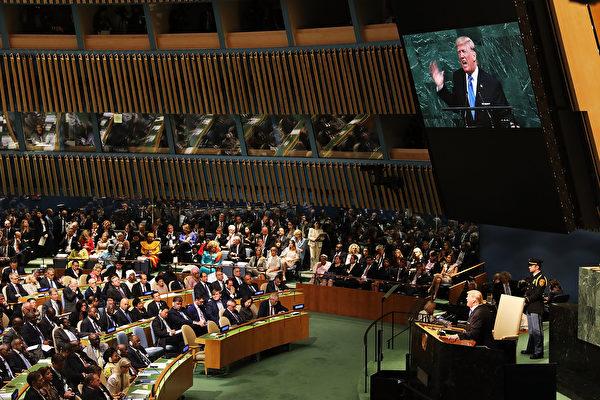 美國總統川普(特朗普)星期二(9月19日)在聯合國大會上,除了嚴厲抨擊朝鮮及伊朗,也批評奉行社會主義及共產主義的國家,指稱委內瑞拉當局為全國人民帶來貧窮及苦難。(Photo by Spencer Platt/Getty Images)
