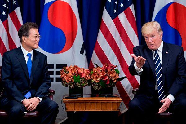 川普和文在寅在联合国大会期间进行会晤。 (BRENDAN SMIALOWSKI/AFP/Getty Images)
