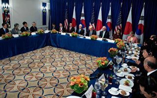 周四(9月21日)美国总统川普(特朗普)率政府高官与美韩领导人共进午餐。(BRENDAN SMIALOWSKI/AFP/Getty Images)