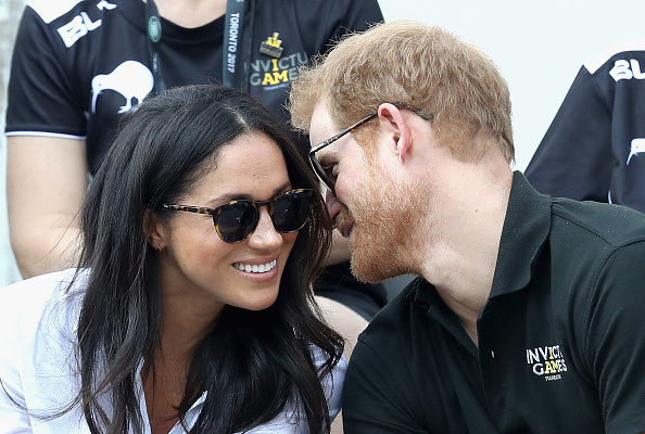 """哈里王子与女友一起观看""""永不屈服运动会""""(Chris Jackson / Getty Images)"""
