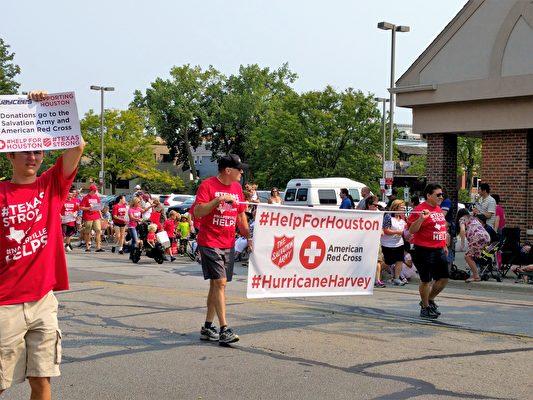 救世軍和紅十字會呼籲為休斯頓捐款。(溫文清/大紀元)