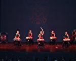 九天民俗技藝團舉行慶雙十慈善表演。(文竹/大紀元)