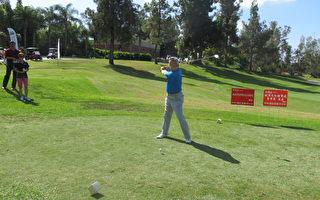 南加州侨界一年一度盛事、国庆杯高尔夫球邀请赛9月 23日在工业市太平洋棕榈大酒店举行。图为夏季昌开球(袁玫/大纪元)