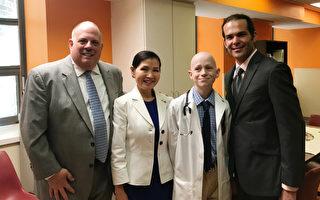 馬州州長霍根(左一)、第一夫人有美(左二)和藝術治療師Marty Weishaar(右一)。(林樂予/大紀元)