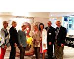 Overlake醫院新建癌症中心剪彩儀式於9月14 日下午在Overlake醫院主院區舉行。Bellevue 市長約翰·斯托克斯(John Stokes)(右一) 及Overlake醫院CEO邁克爾·馬什(J.Michael Marsh)(右二)在儀式上講話。(安妮/大紀元)