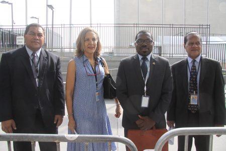 圖從左至右為吐瓦魯代表Samuelu Laloniu、伯利兹代表Young、聖文森特代表Sehon Marshall、索羅門群島代表Robert Sisilo。