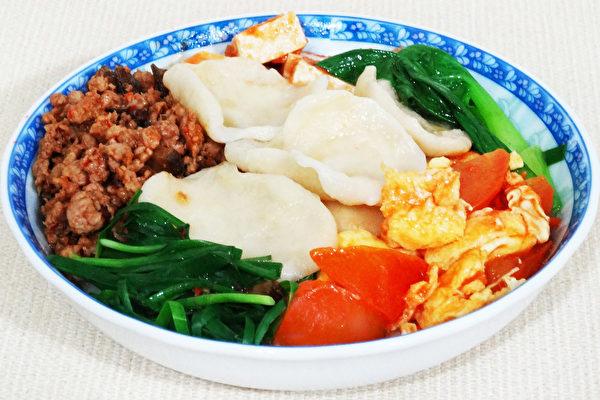 香辣弹牙的翠峰饦饦是陕西关中的特色面食,用手捏拉成的面片。(摄影:彩霞/大纪元)