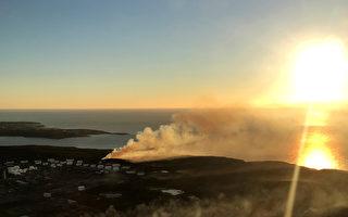 3日,悉尼南部Kurnell地区爆发山火,吞噬了350公顷土地,多达百名乡村消防员连夜奋战,终将火势控制住。(Stuart Hannagan/Getty Images)