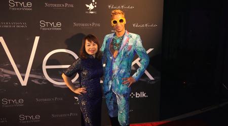 身穿旗袍的华裔插画家尼娜二度受邀为时尚名流着画。(庄翊晨/大纪元)