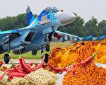 1990年代初,中方用20萬箱泡麵換一架戰機的協議,以物換物獲得蘇-27戰機,結果泡麵太辣,對方一度要求退貨。(Wikipedia、Pixabay/大紀元合成)