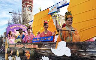 法轮功作为唯一华人团体参加澳洲昆士兰图文巴市2017花卉嘉年华大中环花车游行深受欢迎 (俞大伟/大纪元)