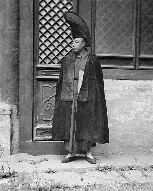 北京的一个喇嘛,摄于1917年-1919年之间。(甘博/公有领域)