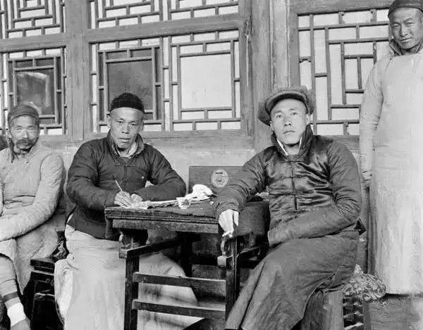 北京的生意人和账房先生,摄于1917年-1919年之间。(甘博/公有领域)