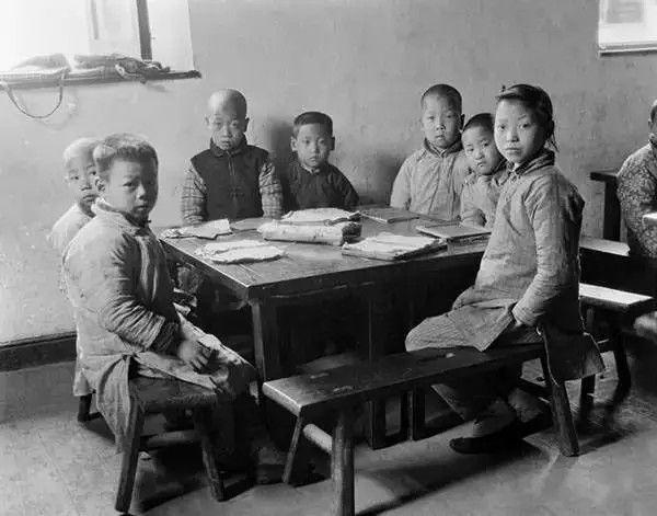 杭州的私塾,摄于1917年-1919年之间。(甘博/公有领域)