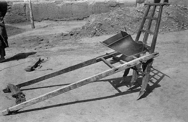 农民使用的一种农具——篓,摄于1917年-1919年之间。(甘博/公有领域)